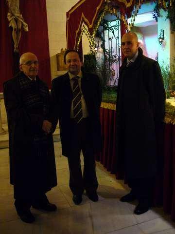 Inauguración el dia 10 de diciembre de 2008 por el Excmo. Sr. Rector Mgfco. D. Evaristo J. Abril Domingo, con dos miembros de la familia Angulo.