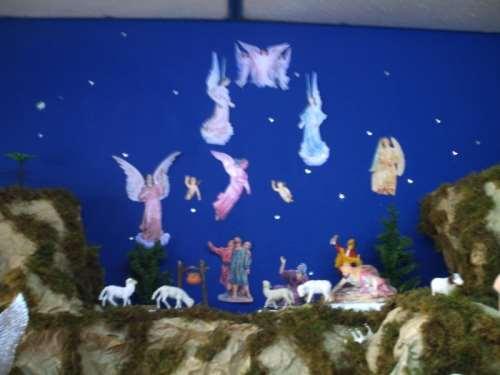 Escena del Anuncio a los Pastores. La mayoría de las figuras también fueron impresas y recortadas. Esta representación en Argentina no se la conoce. Al igual que el empadronamiento
